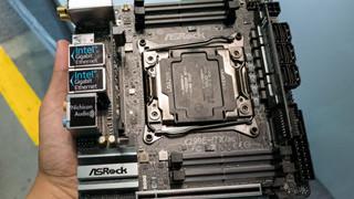 """""""Quái vật tí hon"""" ASRock X299E-ITX/ac - bo mạch chủ cao cấp nhỏ gọn trong lòng bàn tay"""