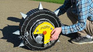 Overwatch: Fan cuồng Junkrat tự chế bánh xe RIP-Tire bằng LEGO