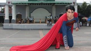 Chàng trai bỏ 16 năm để phẫu thuật thành Superman, may mắn thay lại thành công đáng kinh ngạc