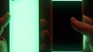 Xuất hiện chiếc ốp lưng điện thoại tự hấp thụ ánh sáng để phát quang cực ngầu