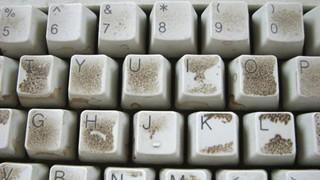 Bàn phím là một khu vực đầy vi khuẩn mà game thủ cần nên vệ sinh thường xuyên