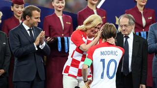 Nữ tổng thống Croatia khiến cho hàng triệu người hâm mộ trên thế giới phải yêu mến