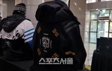 LMHT: Áo khoác CKTG 2018 tại Hàn Quốc sở hữu thiết kế đẹp và ý nghĩa đến nỗi nó luôn trong tình trạng cháy hàng