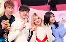 Biểu cảm e lệ vô cùng hài hước của Quỷ Vương Faker khi gặp thần tượng Red Velvet
