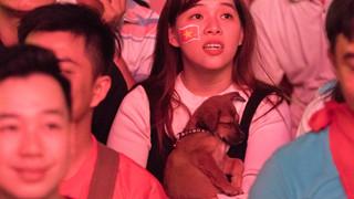 """Đồng hành cùng dòng """"bão người"""" chúc mừng đại thắng của đội tuyển Việt Nam"""