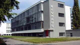 Trường ĐH Bauhaus là gì:  Nơi khởi nguồn Mỹ thuật công nghiệp và Chủ nghĩa công năng mà Google Doodle nhắc đến