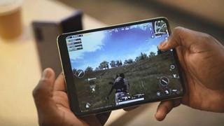 Trải nghiệm PUBG Mobile và Asphalt 9 để test hiệu năng của Galaxy Fold