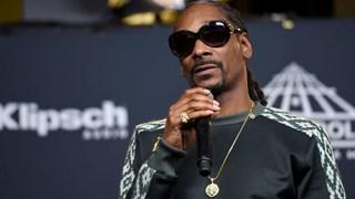 """""""Ông chú"""" Snoop Dogg là ai trong """"Hãy trao cho anh"""" - Với cuộc đời từ Xã Hội Đen trở thành Rapper giàu nhất thế giới"""