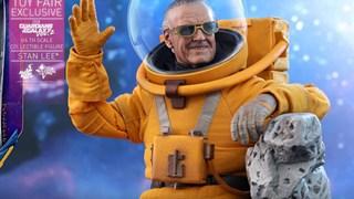 Vì quá nhớ Stan Lee, Hot Toys ra mắt mẫu mô hình bố già mặc đồ phi hành gia