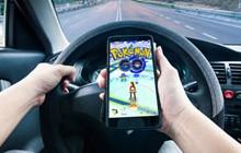 Pokemon GO: Fan cứng ngồi xe hơi, dùng đến 8 điện thoại để chơi