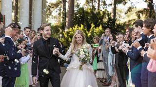PewDiePie bất ngờ tổ chức một đám cưới nhỏ với người bạn gái 8 năm của mình