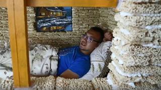Ông bố xây nhà siêu to khổng lồ bằng mì gói khiến cộng đồng mạng Trung Quốc xôn xao