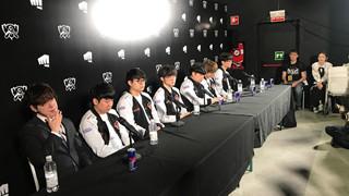 LMHT: HLV KkOma bật khóc khi SKT T1 thua đau đớn trước G2 Esports