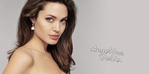 Ngắm thêm loạt ảnh thời thiếu nữ xinh như thiên thần của nữ minh tinh Angelina Jolie