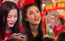 Chiêm ngưỡng nhan sắc dàn người đẹp ủng hộ đội tuyển Việt Nam trong trận gặp Campuchia