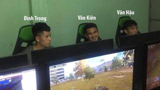 Xôn xao hình ảnh 3 chàng cầu thủ U23 Việt Nam xuất hiện tại quán net chơi game giải trí