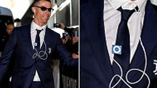 """Ngôi sao bóng đá Christiano Ronaldo vẫn dùng iPod """"cổ"""" để nghe nhạc"""