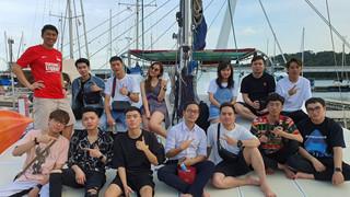 Sang chảnh như Team Flash: Thuê hẳn du thuyền tại Singapore cho mọi người nghỉ dưỡng