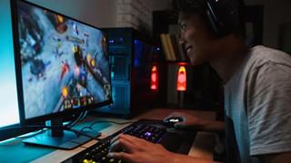Game thủ TQ gặp gỡ bạn bè và người thân qua game vì virus Corona