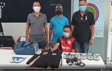 """Choáng với thanh niên Thái Lan bị bắt vì trộm 126 đôi dép và """"ân ái"""" với chúng"""