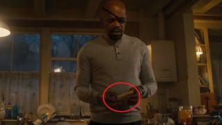 Sự tinh tế của Marvel Studios còn thể hiện ở chi tiết... mẩu bánh mì bị cắt chéo