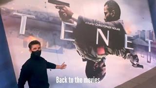 Bất chấp dịch bệnh, Tom Cruise đeo khẩu trang đến rạp ủng hộ Tenet