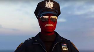 Bẵng đi hai năm, người hâm mộ phát hiện hóa ra có bộ trang phục Spider-Cop thật