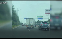 Cảnh rượt đuổi, chặn đầu xe trên phố Hà Nội trông không khác phim hành động