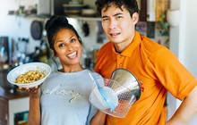 Uncle Roger là ai ? Nhân vật nổi tiếng vì sự hài hước trong các video chê công khai cách 'nấu gạo rửa cơm' trên BBC