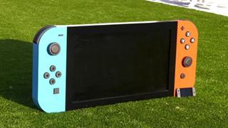 Nam game thủ tự tay làm ra một chiếc Nintendo Switch lớn nhất thế giới tặng cho bệnh viện nhi