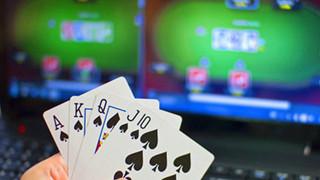 Nạn spam tin nhắn cờ bạc online đang khiến cho người dùng iPhone không khỏi phát điên