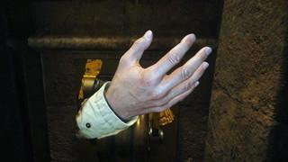 Làm thế nào mà Ethan Winters có thể tự nối liền bàn tay của mình trong Resident Evil Village?