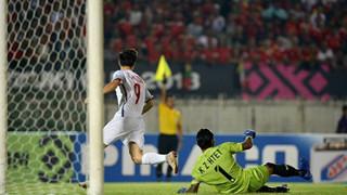 Việt vị là gì và khi nào thì một cầu thủ sẽ bị bắt lỗi việt vị trong bóng đá?