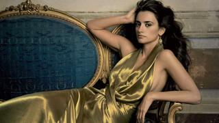 Vẻ đẹp bốc lửa của nữ diễn viên Tây Ban Nha vừa giành giải diễn viên xuất sắc tại LHP Venice