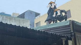 Fan Naruto không khỏi thích thú với hình ảnh 2 chiến sĩ bộ đội chẳng khác gì cặp đôi Itachi và Kisame cả